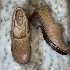 BOC | Tan Sand Sparkle Clog Loafers